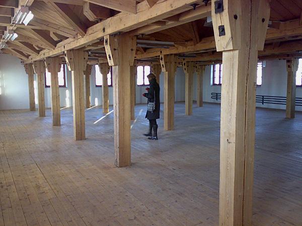 """""""Pappa ! Var är du?"""" - titeln på det verk jag deltog med i Havremagasinet i Boden 2010 där temarubriken löd """"Ryssen kommer"""". Om rädsla, främlingsskap och konsten som fredsbevarare. Här en bild från rummet från 3:e våningen. Min plats i det 5-våniga huset."""