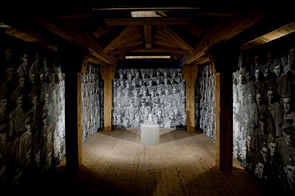 """""""Pappa ! Var är du?"""" - titeln på det verk jag deltog med i Havremagasinet i Boden 2010 där temarubriken löd """"Ryssen kommer"""". Om rädsla, främlingsskap och konsten som fredsbevarare. Foto: Anders Alm."""
